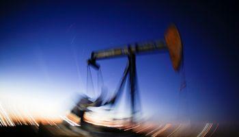Naftą išgaunančios šalys išparduos 225 mlrd. USD vertės akcijų