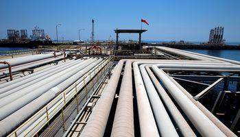 Naftos kaina nukrito į 17 metų žemumas