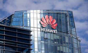 """Nepaisant JAV sankcijų, """"Huawei"""" pajamos ir pelnas augo"""