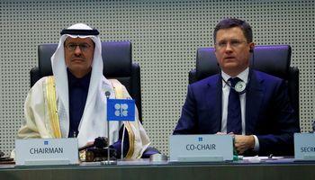 Rusija neigia susitarusi su Saudo Arabija dėl naftos gavybos mažinimo