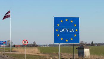 Latvijoje nusidriekė 12 kilometrų laukiančių atvykti į Lietuvą automobilių eilė
