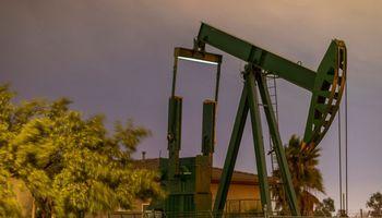 Naftos kainos šoktelėjo 10%
