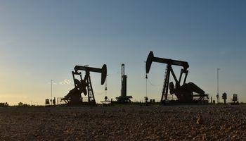 20% brangstanti nafta nuplovė 10 mln. naujų bedarbių keliamas negandas