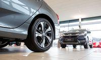 Pusę mėnesio paralyžiuota naujų automobilių rinka traukėsi2,5%