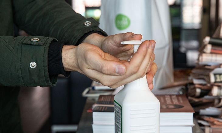 50 įmonių pagamino 2 mln. litrų dezinfekcinio skysčio