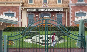 """""""Disney"""" 223.000 darbuotojų išleidžia nemokamų atostogų"""