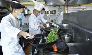 Kinijoje – pirmieji viešbučių atsigavimo ženklai