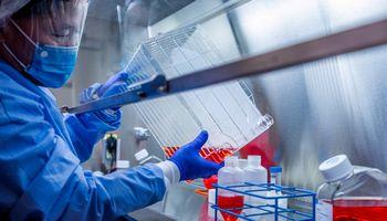Vakcina per 18 mėnesių – ar įmanoma ir kodėl pavojinga skubėti