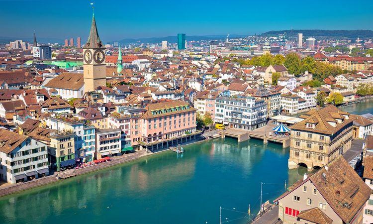 Šveicarijos viešbutis už tūkstančius siūlo medikų priežiūrą ir COVID-19 testus