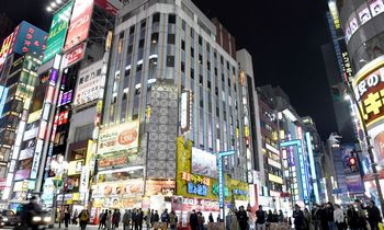 Japonai ir pasaulinės pandemijos akivaizdoje toliau uoliai darbuojasi biuruose