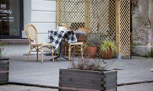 Ekspertai: vėl dirbti galėtų augalų, drabužių pardavėjai, lauko kavinės