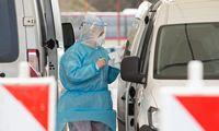Seimas pakėlė algas koronaviruso židiniuose dirbantiems medikams