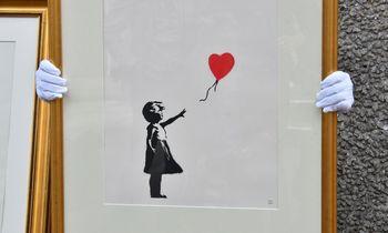 Banksy plakatai aukcione parduoti už daugiau nei 1 mln. GBP