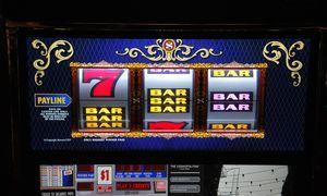 Azartinių lošimų reklamos karantino metu neliks