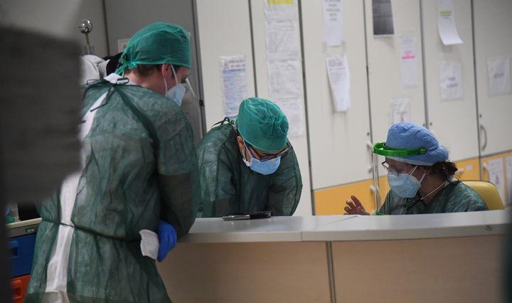 Pasaulyje užsikrėtusiųjų koronavirusu skaičius perkopė 1,6 mln., aukų – beveik 96.000