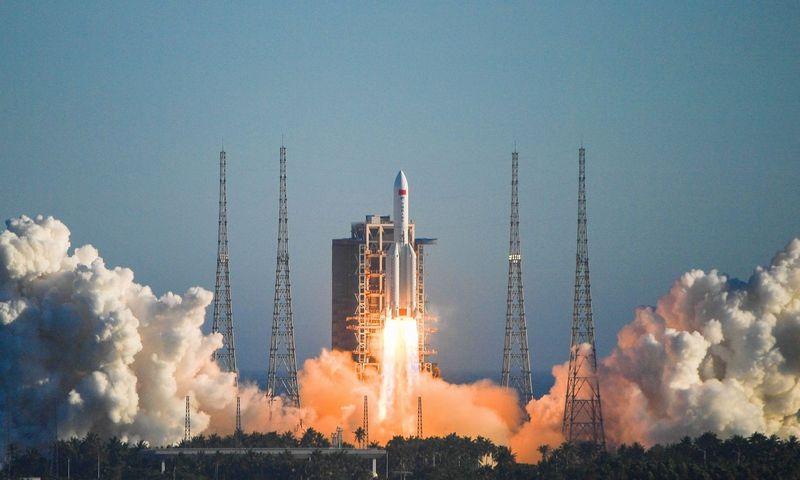 """Kinija sėkmingai paleido naujo modelio nešančiąją raketą ir naują erdvėlaivio prototipą. Pu Xiaoxu (SIPA/""""Scanpix"""") nuotr."""