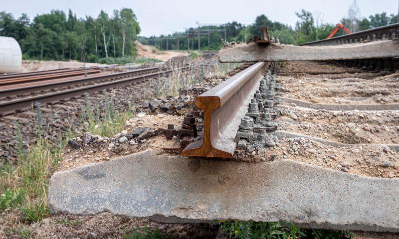 """Pradedami """"Rail Baltica"""" europinio geležinkelio tiesimo darbai Kaune ties Amaliais. Juditos Grigelytės (VŽ) nuotr."""