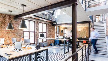 Modernus apšvietimas įmonėje: sutaupytos išlaidos ir padidintas darbo našumas