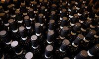 Vyndariai siekia sunaikinti milijardą butelių vyno