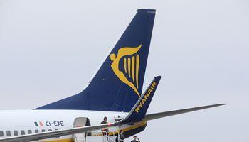 """""""Ryanair"""" blogina prognozes, svarsto trauktis iš kai kurių oro uostų"""
