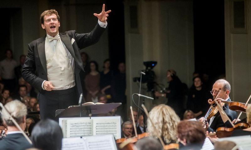 Dirigentas Modestas Pitrėnas ir Lietuvos nacionalinis simfoninis orkestras. Dmitrijaus Matvejevo nuotr.