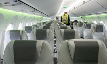 Lėktuvų etiketas: įvardijo labiausiai erzinančius bedrakeleivių įpročius