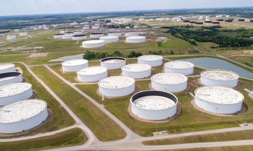 Naftos kainos lėtai kopia aukštyn