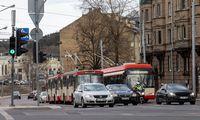 Į miestų viešąjį transportą grįžta keleiviai, tačiau įmonių nuostoliai dideli