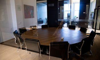 Išlaikyti solidžią lyderystę ištuštėjusiame biure yra sunku, bet įmanoma