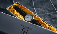 Laikrodžių verslas atsitiesia sunkiai, bet dešimtadalį pajamų vis tiek skiria paramai