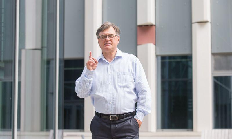 """""""Jeigu kalbame apie mokslo prestižą ir ateitį, aš labai optimistiškas"""", – sako daktaras Gintaras Valinčius. Juditos Grigelytės (VŽ) nuotr."""