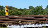 Abejoti geležinkelio elektrifikavimo projektu ministeriją verčia ir rangovo reputacija