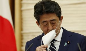 Japonija atšaukia nepaprastąją padėtį