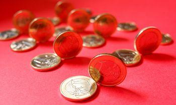 Valstybės pinigai vejasi įmonių sąskaitas, bet atotrūkis išlieka milžiniškas