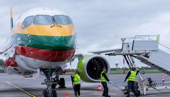 """""""AirBaltic"""" sparčiai didina bilietų pardavimus"""