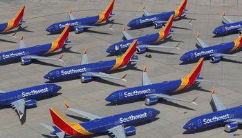 """""""Boeing"""" praranda 12.000 darbo vietų"""