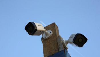 Kiniškos kameros pavojingos saugumui:ministras sako, kad riziką galima valdyti