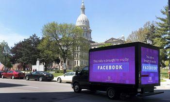"""""""Facebook"""" veržiasi į """"Amazon"""" teritoriją: pradeda nuo smulkaus verslo"""