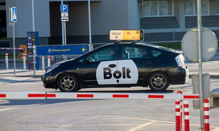Leidimai pavežėjams ir taksistams bus elektroniniai ir pigesni