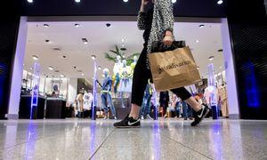 Prekybos centrai palengva susigrąžina klientus
