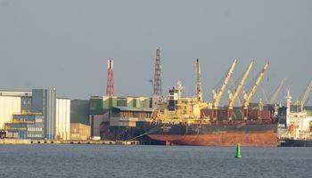 """LAT padėjo tašką """"Klaipėdos naftos"""" ir """"Achemos grupės"""" terminalo ginče"""