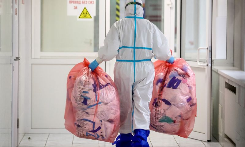 """PSO duomenys rodo, jog gydytojai ir medicinos personalas įvairiose šalyse sudaro iki trečdalio visų asmenų, užsikrėtusių koronavirusu. TASS /  """"Scanpix"""