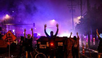 JAV miestus toliau krečia neramumai, išprovokuoti policijos areštuoto juodaodžio mirties