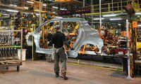 Automobilių gamyba balandį JK susitraukė 99,7%