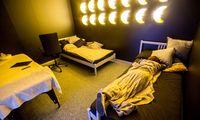 Ekranai pasiglemžia miego laiko – daugeliui stinga bent valandos