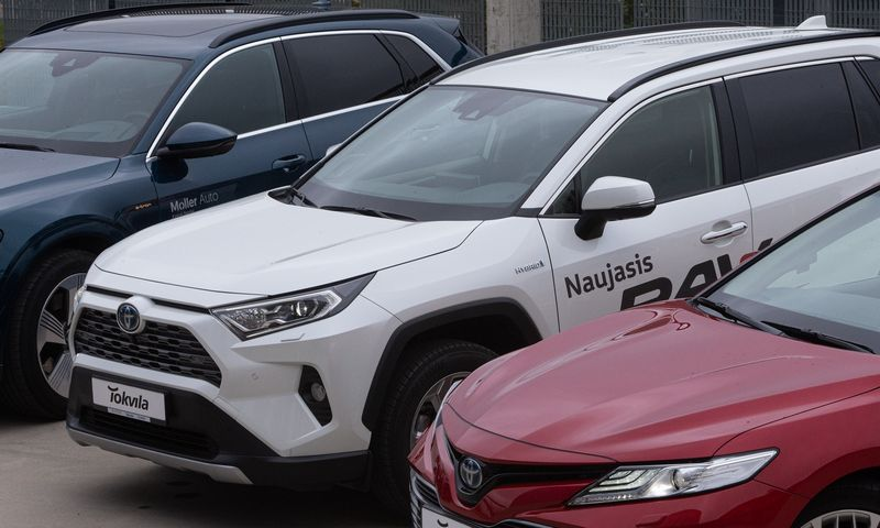 Atmetus reeksporto skaičius, naujų automobilių rinka Lietuvoje sparčiai mažėja. Vladimiro Ivanovo (VŽ) nuotr.