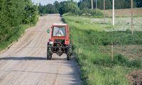 Kelių direkcija pasirašė visas šių metų žvyrkelių asfaltavimo sutartis