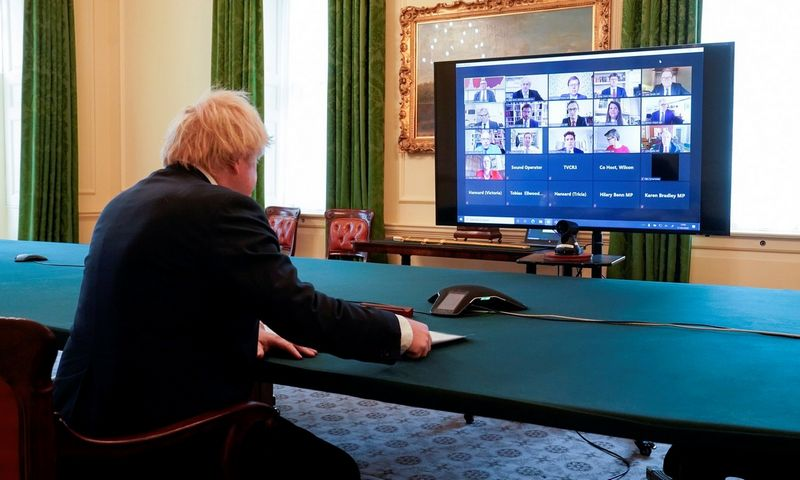 """""""Zoom"""" naudoja ir Borisas Johnsonas, Jungtinės Karalystės premjeras. Andrew Parsonso (""""Scanpix""""/""""Reuters"""") nuotr."""