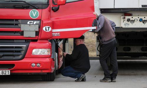 Lenkų vežėjai vairuotojų jau ieško Filipinuose, lietuviams dar pakanka Ukrainos