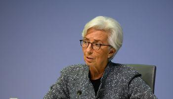 ECB viruso sukeltai ugniai gesinti pila dar 600 mlrd. Eur